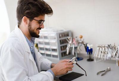 Augenoptiker_in Lehrberuf