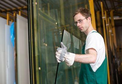 Glasbautechniker_136802153 Lehrberuf