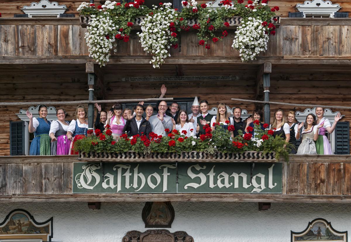 Stanglwirt-Gasthof-Gruppenbild-Mitarbeiter